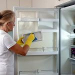 Cẩn trọng khi vệ sinh cho tủ lạnh Hitachi